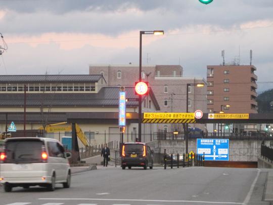 太陽電池式自発光道路標識